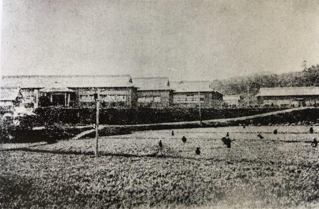 創立当時の遠賀郡立農学校 全景