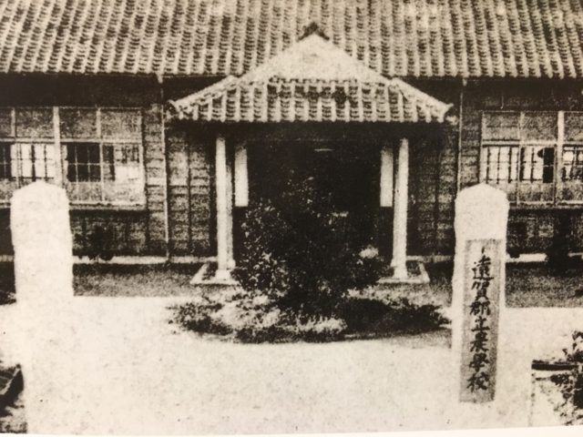 創立当時の遠賀郡立農学校 正面