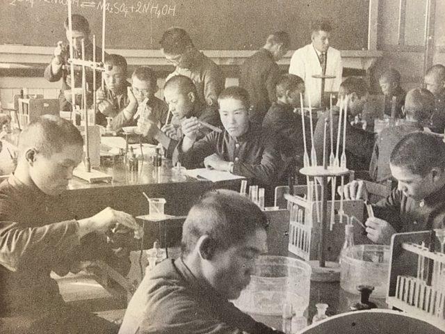 昭和5年 授業風景 物理実験